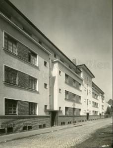 Historisch zu Seite Gebäudeprofil S44-48_1929